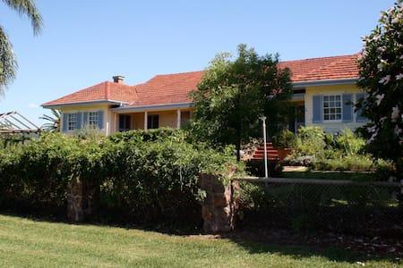 Rossmar Park Homestead, Quirindi - Bed & Breakfast