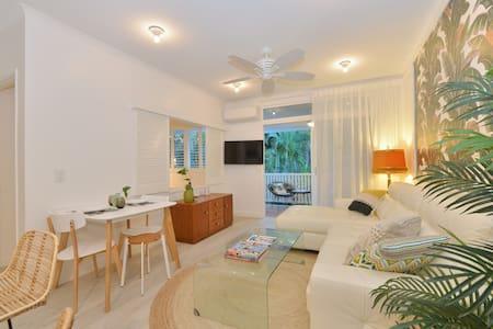 """""""Retro Banana"""" Apartment - Port Douglas - Apartment"""