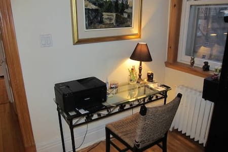 Outremont, room, airbnb.com - Apartment