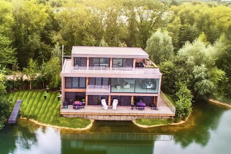 Lakeside Luxury, Cotswolds - Rumah