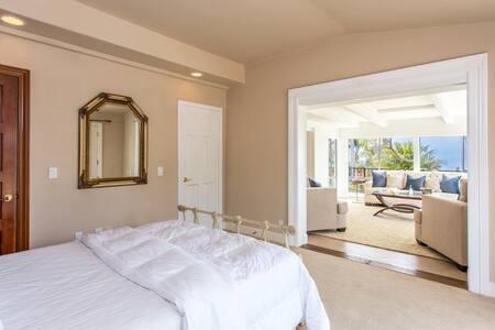 Guest Suite, Gourmet Kitchen, Pool, Walk to Beach - Villa
