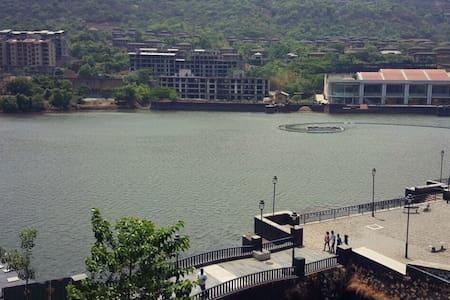 Lavasa lavish lake view apartment!!! - Lakás