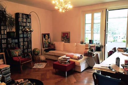 bright room in urban city apt - Bern - Apartment