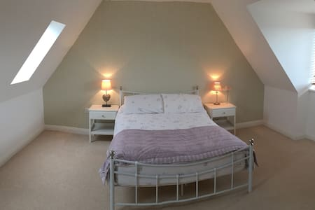 Large Double Room (1 of 2 avail) in private house - Weymouth