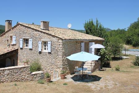 Gîte 3/5 places dans Mas en Provence avec piscine - House
