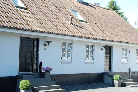 Charming farmhouse; Easy way to fx Århus, Legoland - Casa