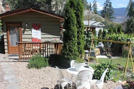 A Paradise Retreat - Blockhütte