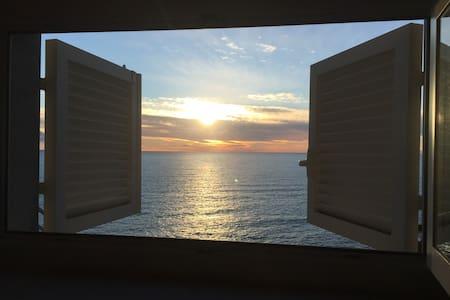 Terrazza sul mare Cinque Terre, Sciacchetrà room - Vila