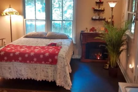 Adorable Comfy Love Cottage! by UF - Gainesville - Apartment