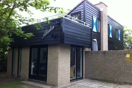 Vrijstaand vakantiehuis op Texel - House