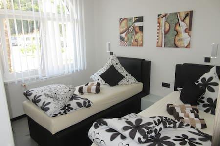 Doppelzimmer mit eigenem Bad - Bed & Breakfast