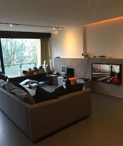 Modern friendly central & spacious - Wohnung