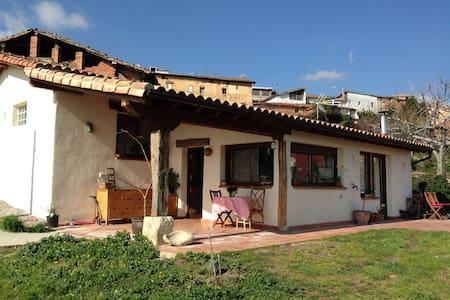 Alquilo casa con jardín - Huis
