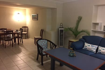 Cute Pool Flat 2 minutes drive to Beach - Bridgetown