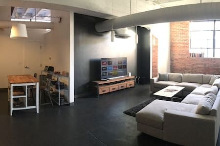 Warehouse Loft in Heart of Cap Hill