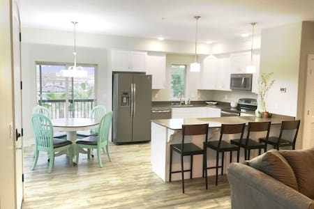 BRAND NEW CONDO in St.George - Osakehuoneisto