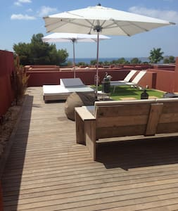 Above the sea, elegant house. Ibiza - Hus