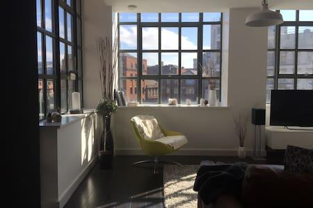 Bright, relaxing, modern NQ apt - 公寓