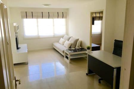 New & Peaceful 50sqm 1 bedroom at BTS Thonglor - Appartement