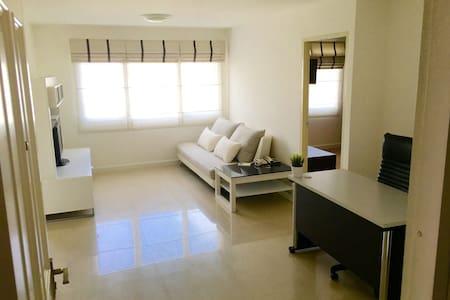 New & Peaceful 50sqm 1 bedroom at BTS Thonglor - Condominium