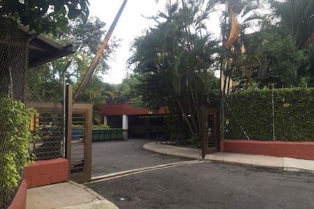 2Bdrm apt in quiet gated community - Envigado - Leilighet
