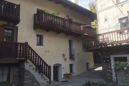 Appartamento Nikita centro storico Aosta 6 persone - Aosta