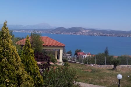 Apartment near the sea with garden. - Chalcis - Wohnung