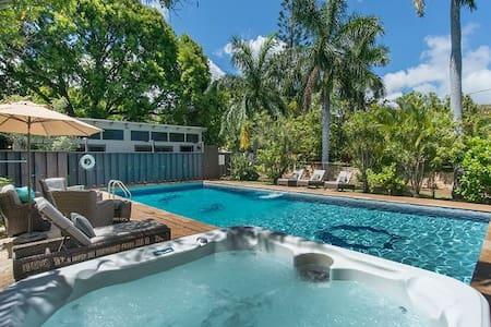 Sweet Studio, beach, pool Fall Special $75/night! - Honolulu - Casa