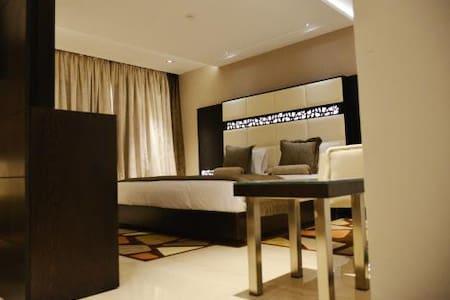 Nice Modern Suite Room - Bed & Breakfast