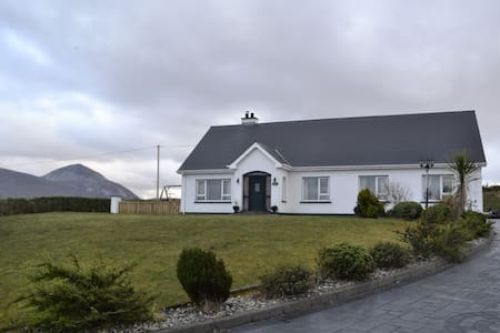 Mountain view Meenderry falcarragh - Shroughan - Bed & Breakfast
