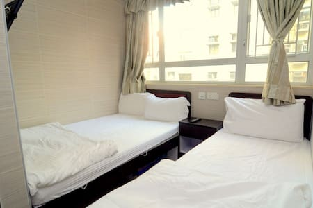 Sunny 3 people room 2 min to MTR W6