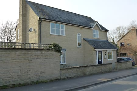 Comfy Double Room in Cricklade - Cricklade