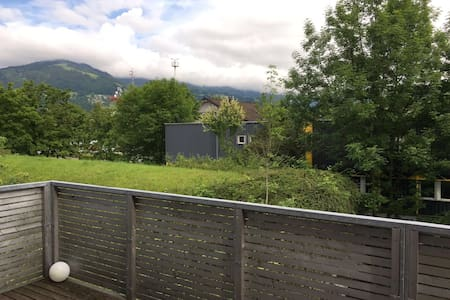 Moderne messe- und zentrumsnahe Wohnung mit Balkon - Lakás