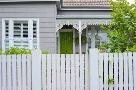2 bedroom Victorian Cottage located in beautiful Williamstown. Very close to beaches, trains, cafes and the city. The house is cosy and comfortable with a courtyard at the rear. Williamstown is a quiet leafy suburb by the bay yet only 20 mins by train or car to the city.
