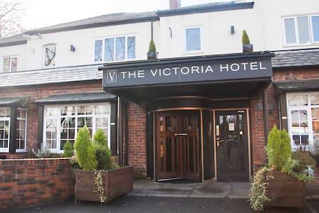 The Victoria Hotel, Oldham - Chadderton - Bed & Breakfast
