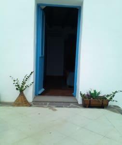Il cappero ,stanza sul mare con bagno privato - House