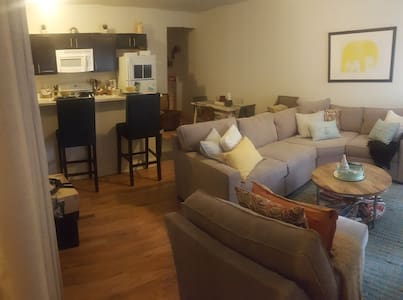 Luxury Jersey City Apartment 3 stops to Manhattan! - Jersey City - Apartment