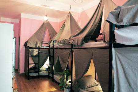 Art Hostel in District 1 - Ho Chi Minh City - House