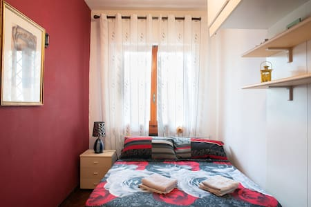 comfortable bed in private room - Montecatini Terme - Apartment