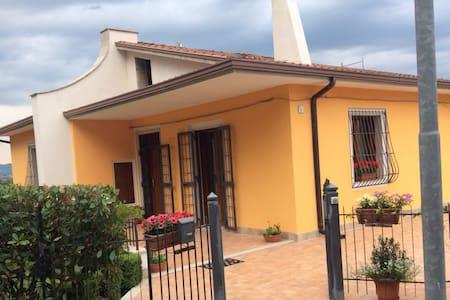 Panoramica villetta in campagna - Mirabella Eclano - Villa