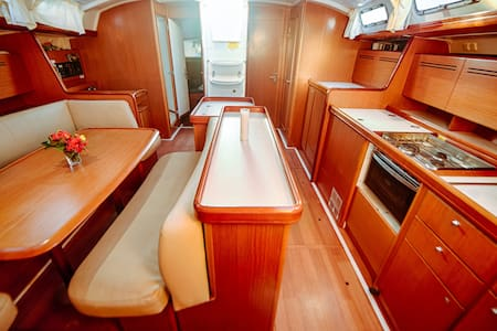 Cabin #3 Aboard 50ft Yacht with A/C