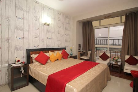 Serene Stays - Greater Noida