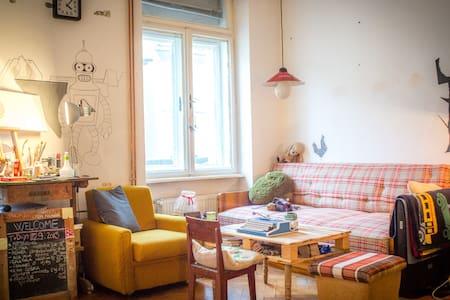 Art Studio Room in Centre - Apartment