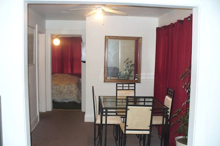 Large upstairs unit 1 bedroom - Lake Wales - Appartement