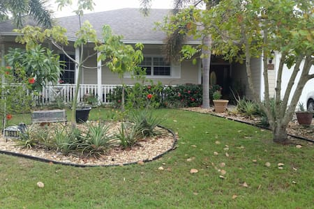 Newly Decorated Private Guest House - Port Saint Lucie - Guesthouse