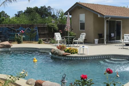 The Pool House @ Yuba City - Yuba City - Bungalov