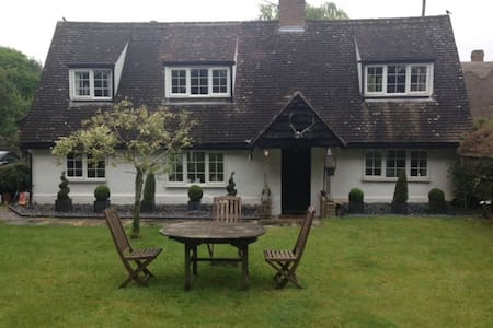 Double Room in  Country Cottage - Chrishall Nr Royston Herts - Casa