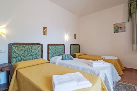 S'Aposentu de Sant'Antiocu CAMERA VERDE - Bed & Breakfast