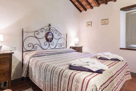 Toscana nascosta: Case 2 - Palazzone - House