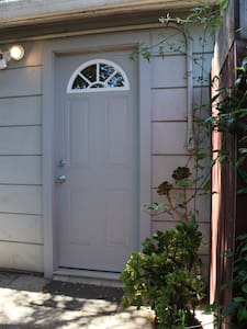 Comfortable Studio Near Bart and Oakland Airport - San Leandro - Apartamento